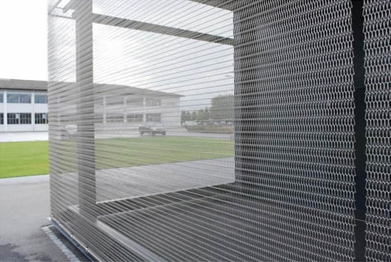 Metal Mesh Screen : Conveyor belt mesh makes building cladding and balustrades